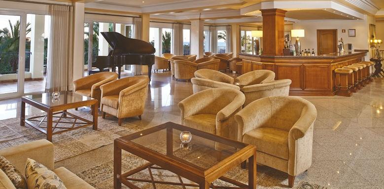 Ria Park, lobby