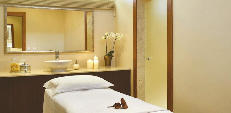 Ria Park, massage