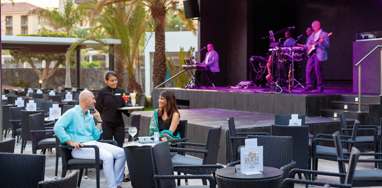 riu palace oasis, entertainment