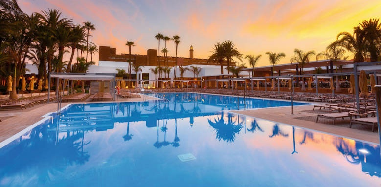 riu palace oasis, pool at sunset