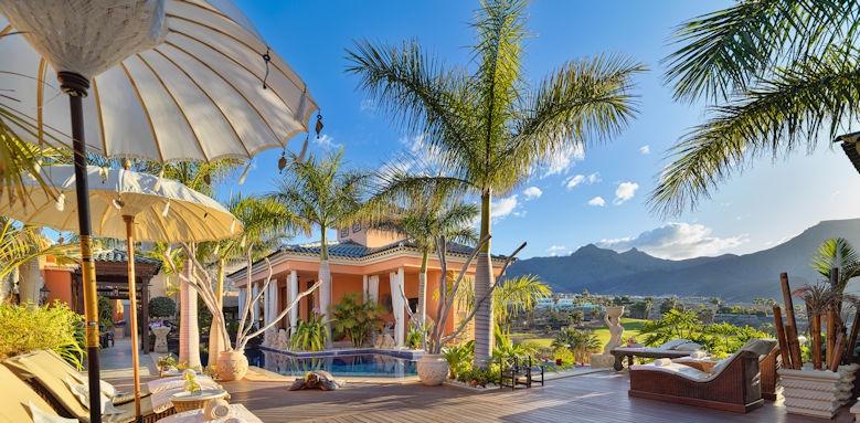 Royal Garden Villas, pool reception