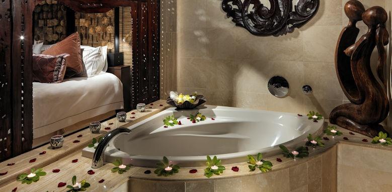 Royal Garden Villas, Villa Majestic bathroom