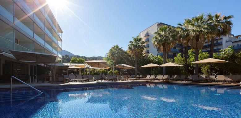 Aimia Hotel, Pool