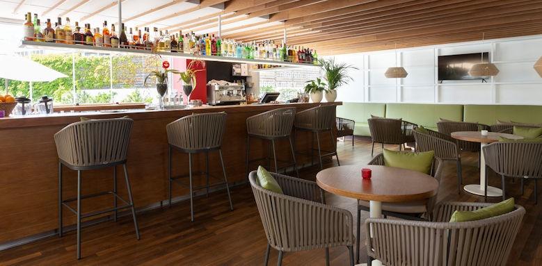 Aimia Hotel, Bar