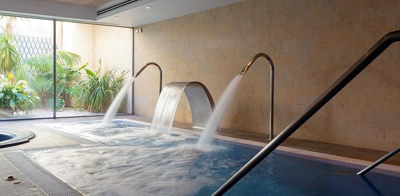 Aimia Hotel, spa pool