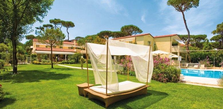 Villa Roma Imperiale, garden with gazebo
