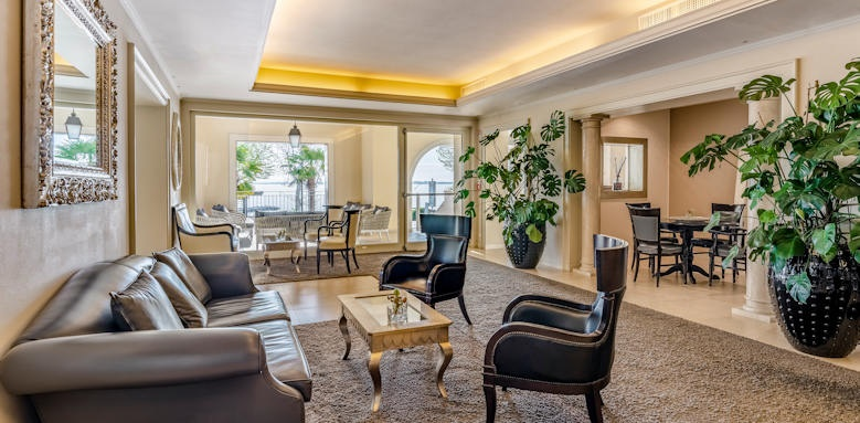 Villarosa hotel, hallway