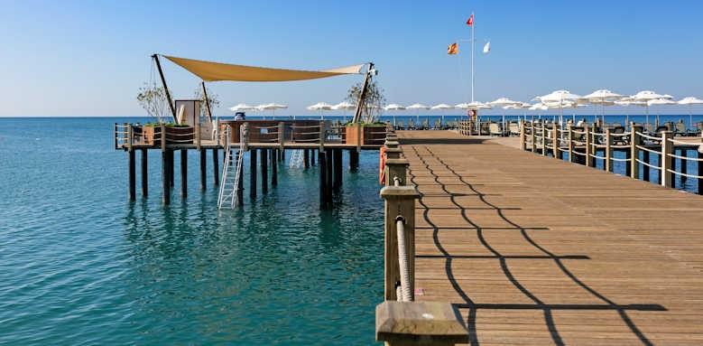 Xanadu resort, pier