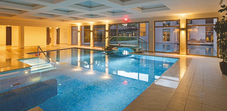 xanadu resort, indoor pool