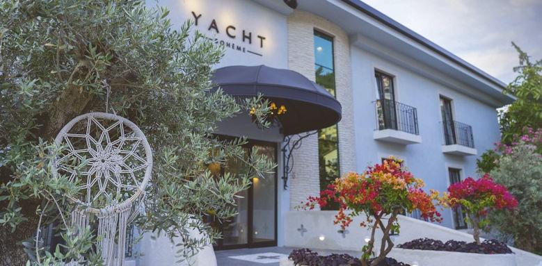 yacht boheme, exterior