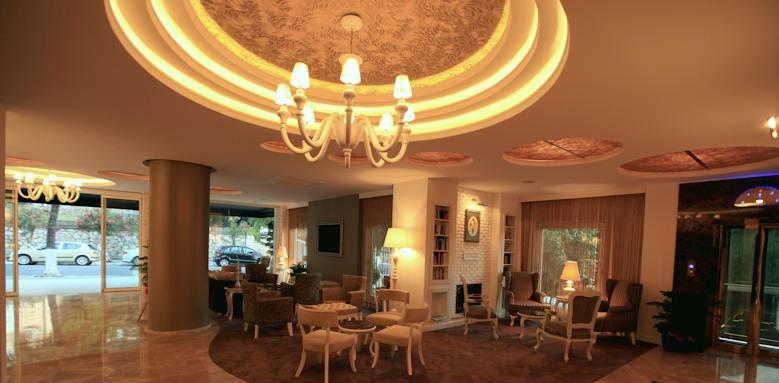 Yacht Classic Hotel, lobby