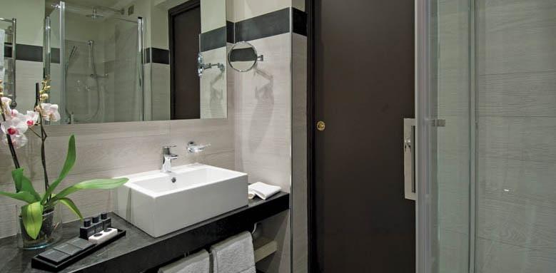 Sina De La Ville, bathroom