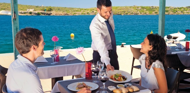 Barcelo Hamilton Menorca, restaurant service