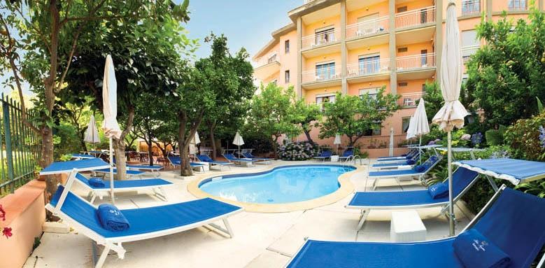 Hotel Regina, exterior and pool