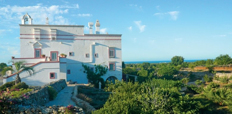 Masseria Montenapoleone, exterior and landscape