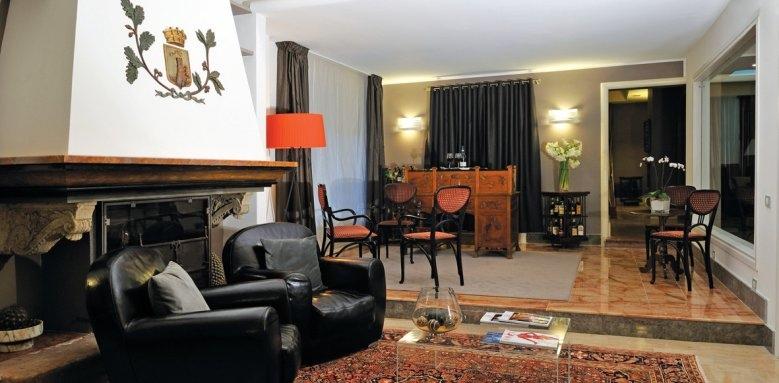 Hotel Principe Di Villafranca, fireplace