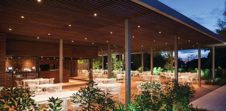 Hotel Lone, restaurant terrace