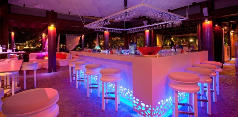 Capo Bay, Koi bar