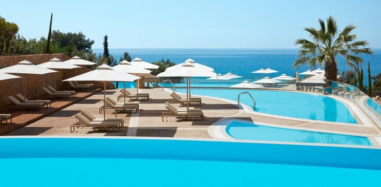 Oceania, Adults infinity pool