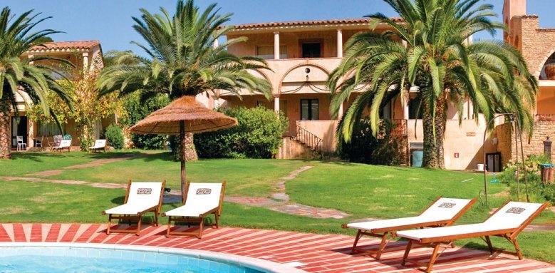 Hotel Costa Dei Fiori, poolside