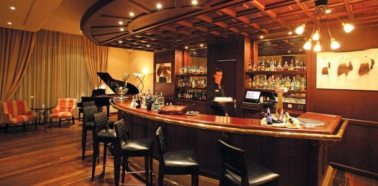 La Quinta, Millennium bar