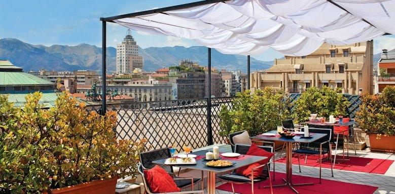 Hotel Plaza Opera, terrace