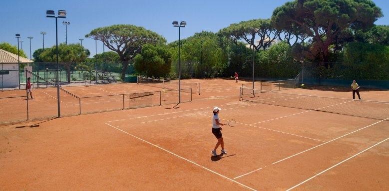 Pine Cliffs Residences, tennis academy