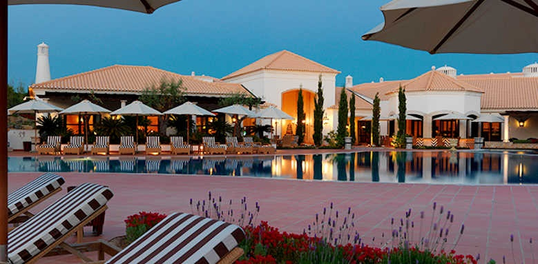 Pine Cliffs Residence, night time main pool area
