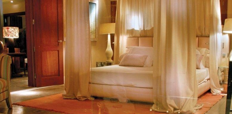 Las Villas Gran Hotel Bahia Del Duque, La Mimosas bedroom