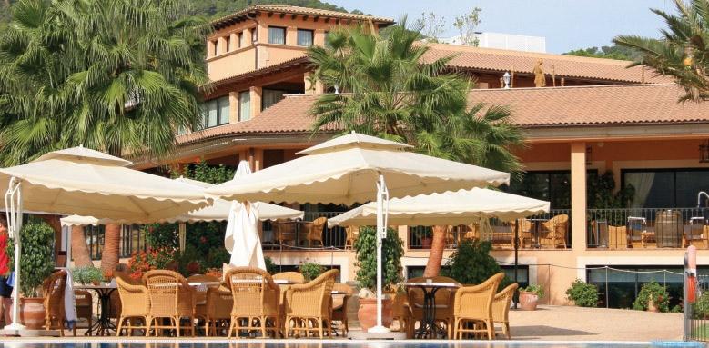 Mon Port Hotel & Spa, poolside restaurant