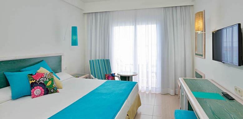 Sol Menorca, beach house room