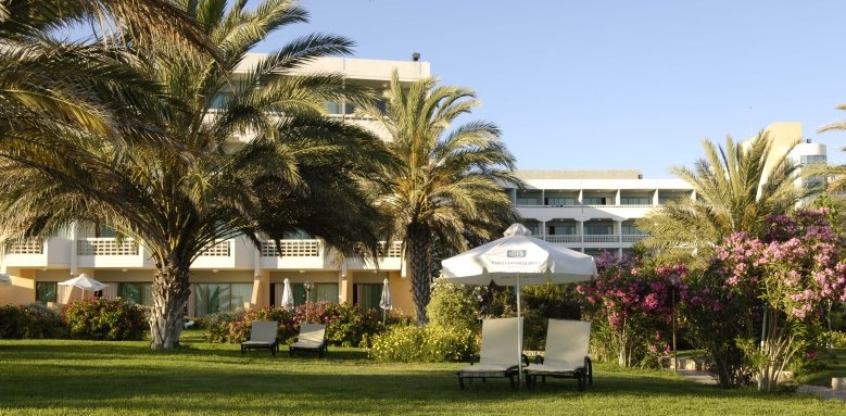 Constantinou Bros Athena Beach Hotel, gardens