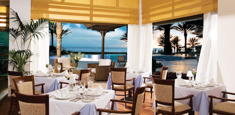 Constantinou Bros Athena Beach Hotel, zephyr restaurant