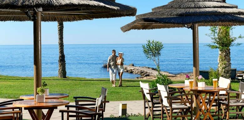Constantinou Bros Athena Beach Hotel, helios beach bar