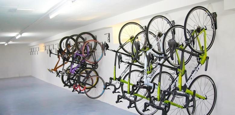 Constantinou Bros Athena Beach Hotel, bikes