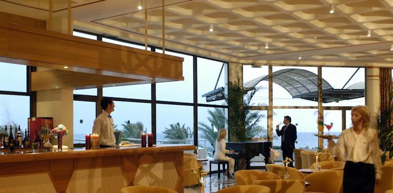 Constatinou Bros Athena Royal Beach Hotel, piano bar