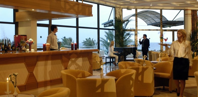 Constantinou Bros Athena Royal Beach Hotel, piano bar