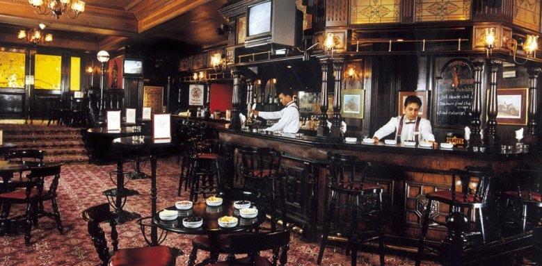 Cairo Marriott Hotel & Omar Khayyam Casino, Harry's pub