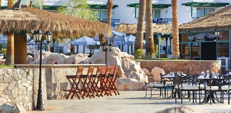 Hilton Sharm Waterfalls Resort, pool island bar