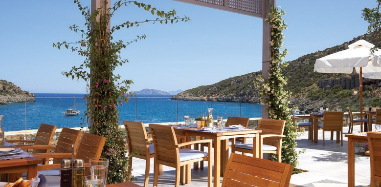 Daios Cove Luxury Resort & Villas, taverna