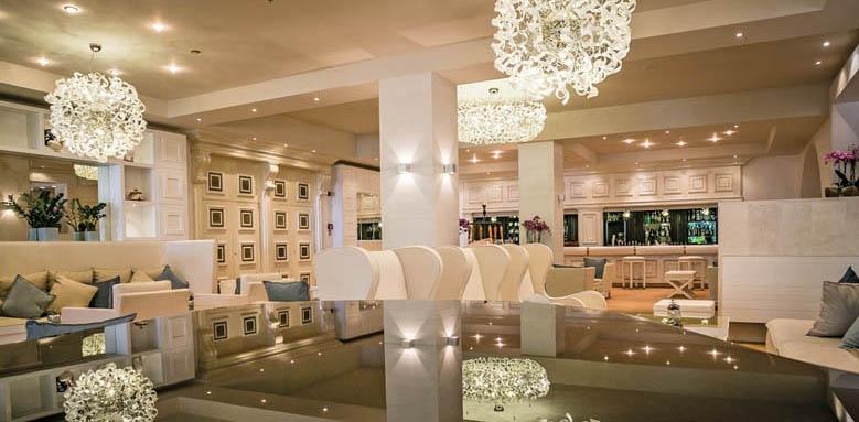 Hotel Castello, lobby