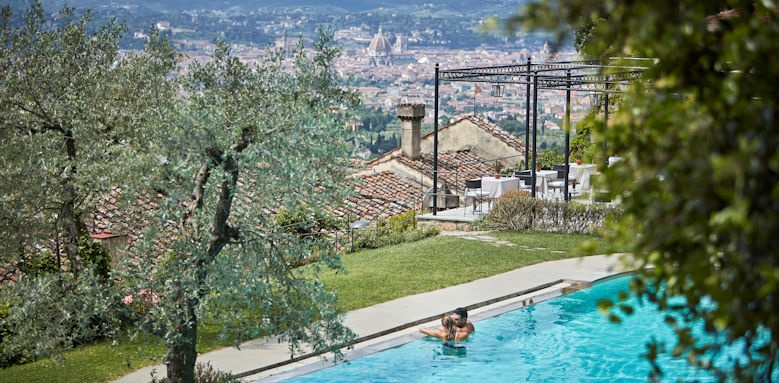 belmond villa san michele, couple in pool
