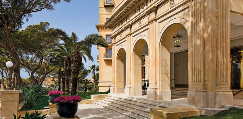 The Phoenicia Malta, entrance