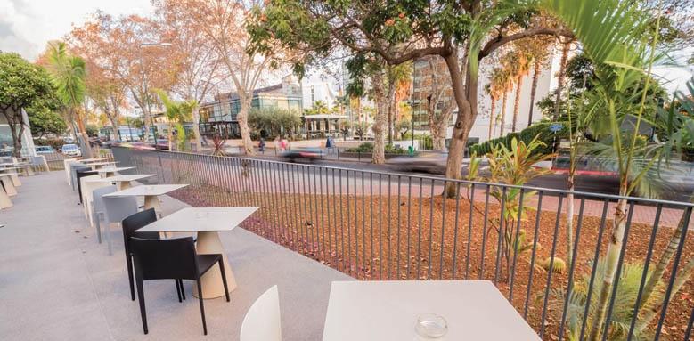 Hotel Girassol, restaurant terrace