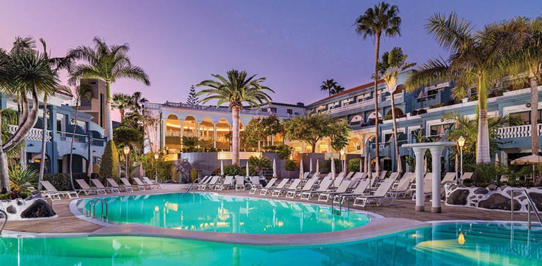 Hotel Colon Guanahani, pool at night