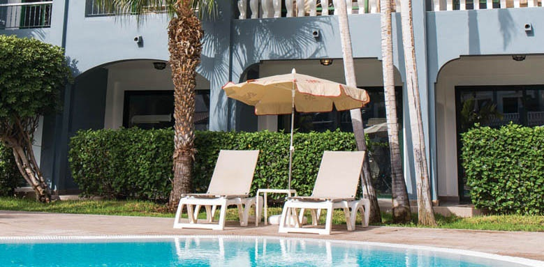 Hotel Colon Guanahani, pool and loungers