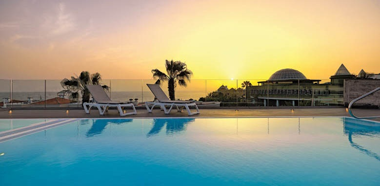 Hotel Colon Guanahani, pool and sunset