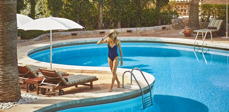 belmond la residencia, woman by pool