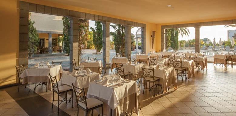 Lopesan Villa del Conde Resort & Thalasso, restaurant terrace