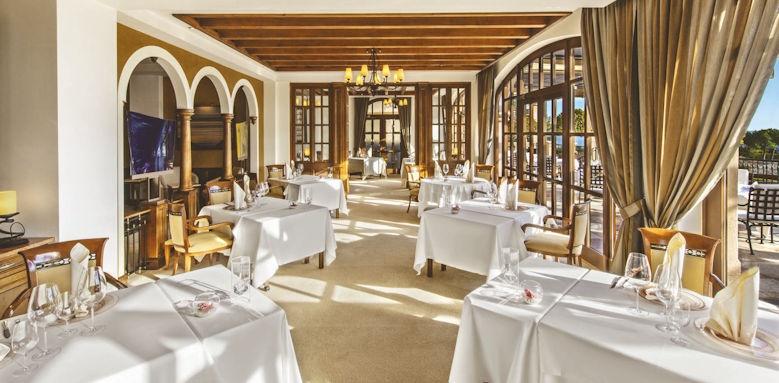 st. regis mardavall, restaurant